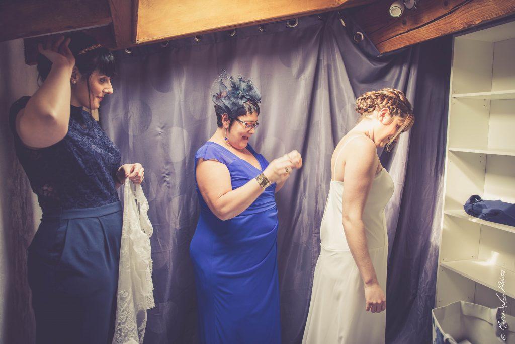 Séance habillage - mariage d'hiver