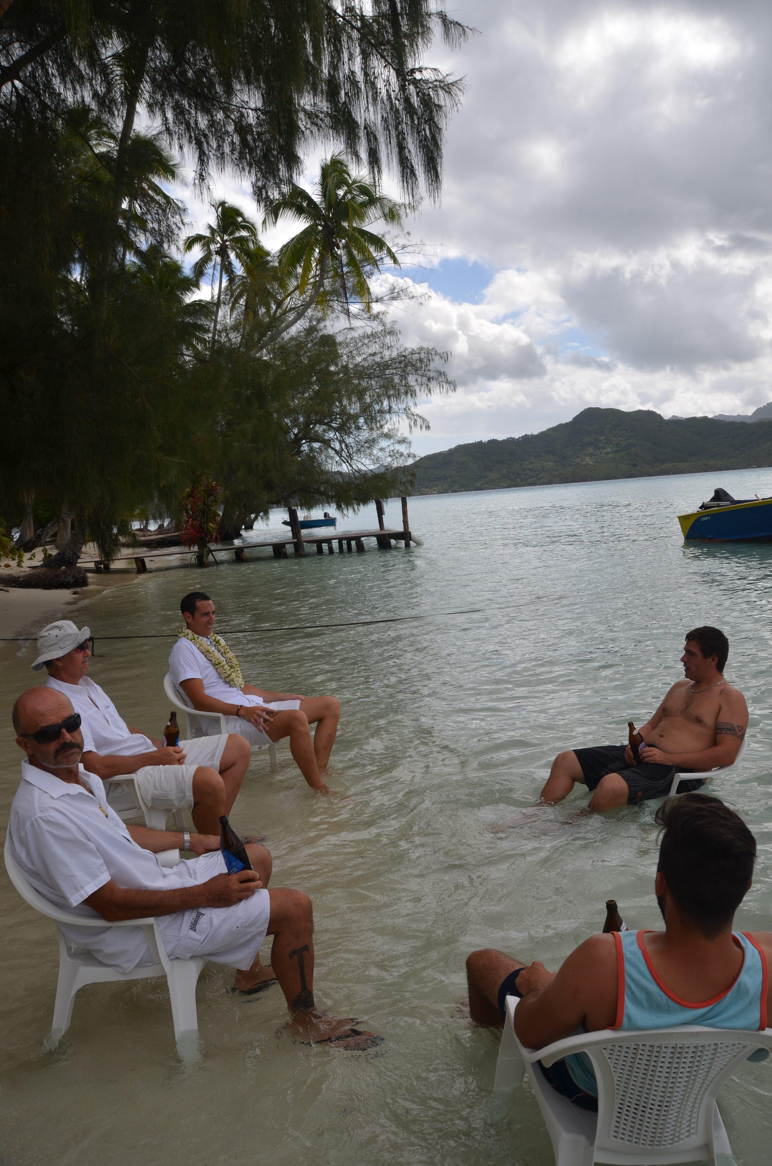Mariage traditionnel en Polynésie Les pieds dans l'eau