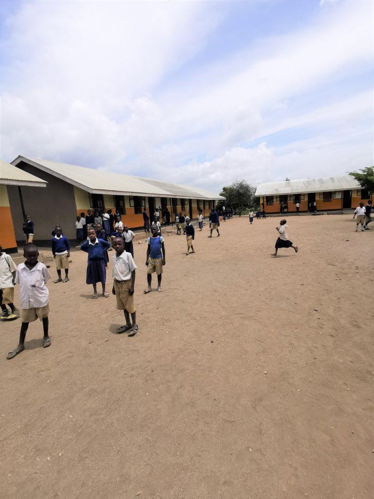 Madame M les Voyages  Notre rencontre avec les Massaïs de Tanzanie visite de l'école