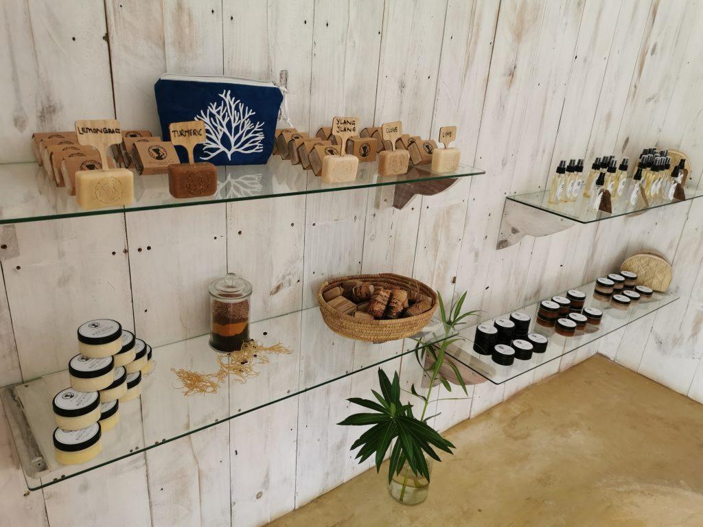 Madame M les voyages blog voyage  Découvrir Jambiani et Paje à Zanzibar La boutique du Seaweed center